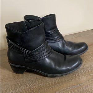 Clark's Black 9M Bootie